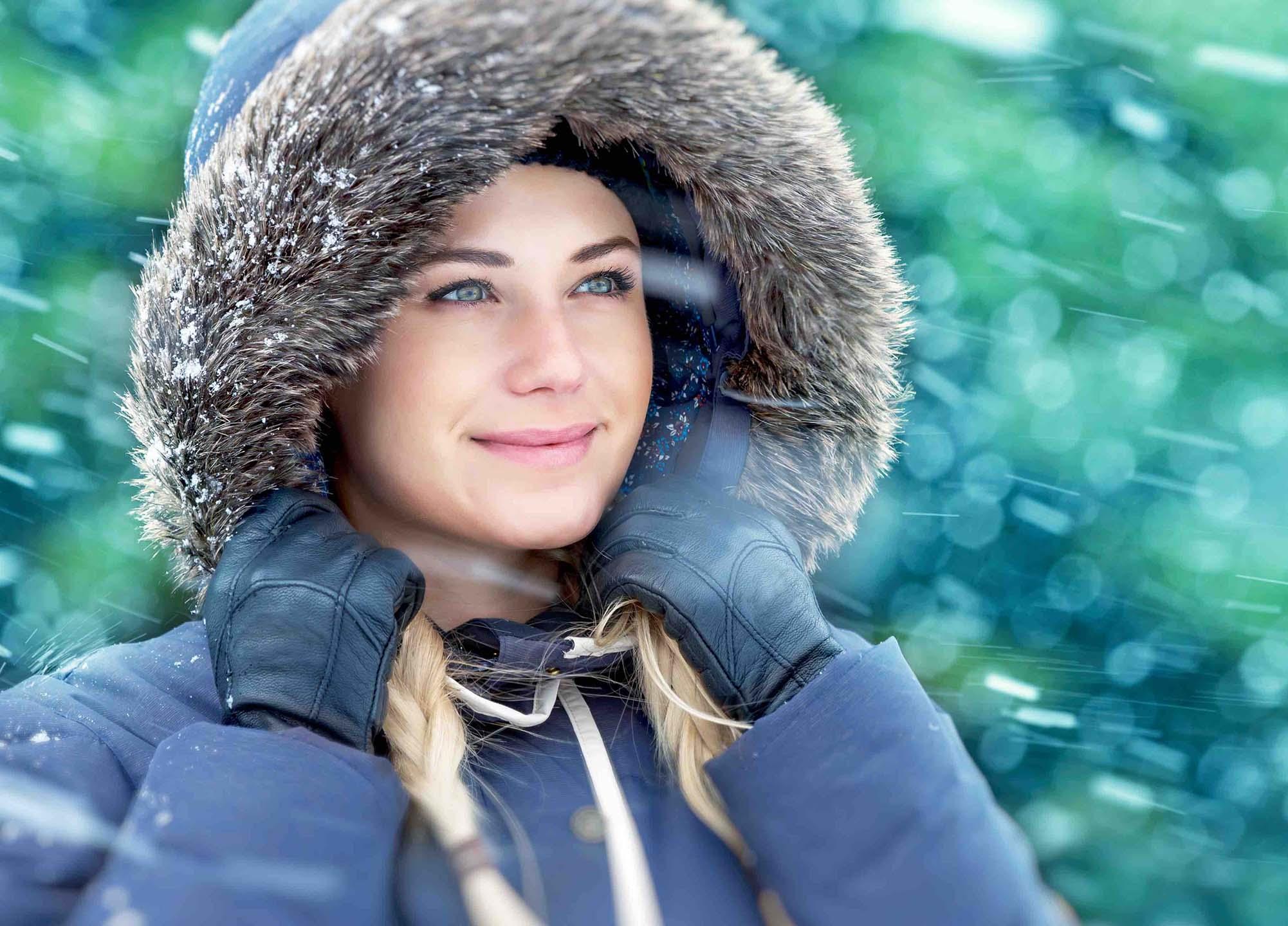 winter woman portrait PK2UDB4